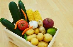 Verduras en cajones de madera Foto de archivo libre de regalías