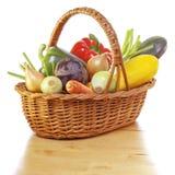 Verduras en cesta fotos de archivo libres de regalías