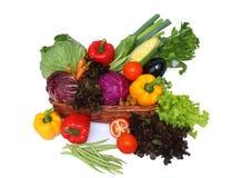 Verduras en cesta Imágenes de archivo libres de regalías