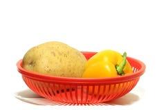 Verduras en cesta foto de archivo