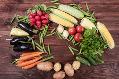 Verduras en el fondo de madera Foto de archivo