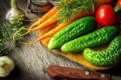 Verduras en el viejo tablero Fotografía de archivo