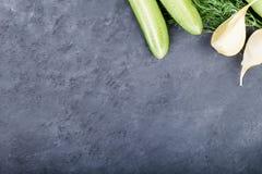 Verduras en la esquina en fondo gris Foto de archivo libre de regalías