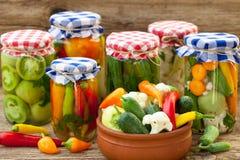 Verduras en tarros Foto de archivo