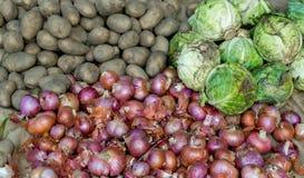 Verduras en un mercado local Imagen de archivo