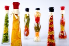 Verduras en una botella imagen de archivo