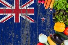 Verduras frescas de Nueva Zelanda en la tabla Cocinar concepto en fondo de madera de la bandera fotos de archivo