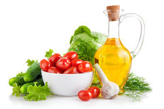 Verduras frescas determinadas con aceite de oliva imagen de archivo libre de regalías