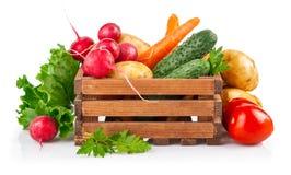 Verduras frescas en caja de madera fotografía de archivo libre de regalías