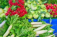 Verduras frescas en el mercado de Antalya Fotos de archivo