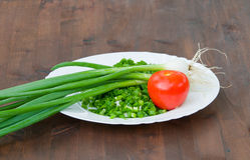 Verduras frescas en la placa fotografía de archivo libre de regalías