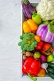 Verduras frescas en la tabla de madera Fotografía de archivo libre de regalías