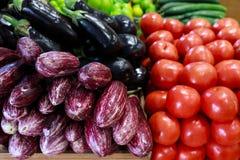 Verduras frescas en la tienda de ultramarinos griega fotografía de archivo