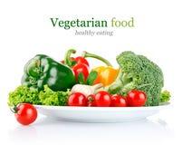 Verduras frescas en placa foto de archivo