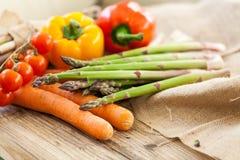 Verduras frescas en una cocina del país Imagen de archivo