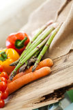 Verduras frescas en una cocina del país Foto de archivo libre de regalías