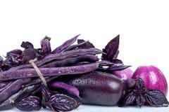 Verduras frescas púrpuras en el fondo blanco Imágenes de archivo libres de regalías