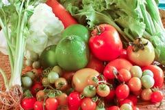 Verduras frescas para hacer la comida sana a la gente Imagenes de archivo