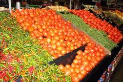 Verduras frescas para la venta Imagenes de archivo
