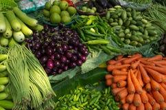 Verduras frescas para la venta abierta Fotos de archivo