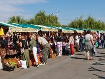 Verduras frescas que hacen compras de la gente Fotografía de archivo