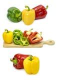 Verduras frescas tres pimientas rojas, amarillas, verdes dulces aisladas en blanco Foto de archivo