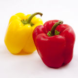Verduras frescas tres rojos dulces, amarillo, pimientas aisladas en el fondo blanco Foto de archivo libre de regalías
