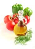 Verduras frescas y aceite de oliva Fotografía de archivo