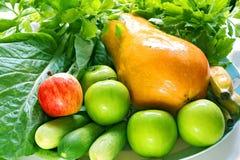 Verduras frescas y fruta fotos de archivo
