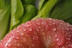 Verduras frescas y manzana roja Imagen de archivo libre de regalías