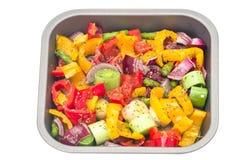 Verduras mezcladas sin procesar listas para asar Imágenes de archivo libres de regalías