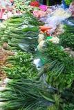 Verduras sanas en un mercado local, Tailandia Imagenes de archivo
