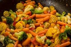 Verduras sanas varios tipos de cortado y de calor-preparado fotos de archivo