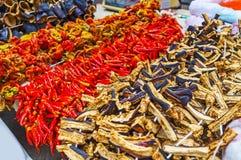 Verduras secadas en el mercado de Antalya Imagenes de archivo