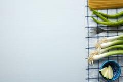 Verduras y espaguetis verdes Fotografía de archivo