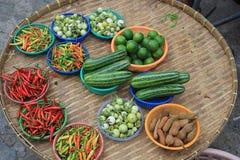Verduras y especias en el mercado Imagen de archivo libre de regalías