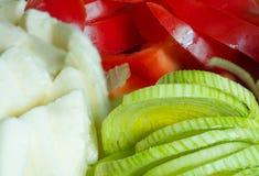 Verduras y queso cortados Imagen de archivo