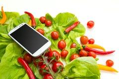 Verduras y Smartphone Fotografía de archivo libre de regalías