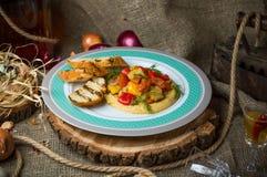 Verdure al forno con i crostini fotografia stock