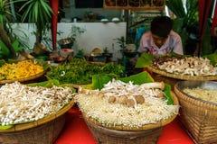 Verdure al mercato di strada di camminata in Chiang Mai, Tailandia immagine stock libera da diritti