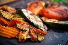 Verdure arrostite, al forno in forno del carbone Fotografia Stock