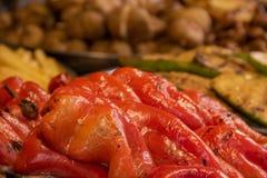 Verdure arrostite fritte sul peperone dolce rosso della griglia fotografie stock