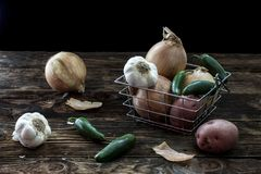 Verdure assortite in un canestro Immagine Stock