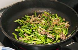Verdure della frittura di scalpore Fotografie Stock