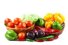 Verdure differenti isolate sull'alimento sano del fondo bianco Fotografia Stock