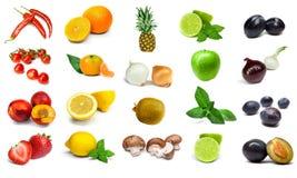 Verdure e frutta dell'arcobaleno isolate su un fondo bianco Immagini Stock