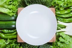 Verdure e piatto Fotografia Stock