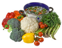 Verdure e POT di minestra. Isolato sopra bianco. Immagini Stock