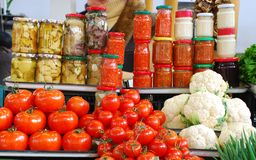 Verdure ed alimento inscatolato Fotografia Stock Libera da Diritti