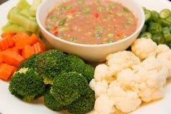 Verdure ed immersione miste bollite del peperoncino rosso Immagini Stock Libere da Diritti
